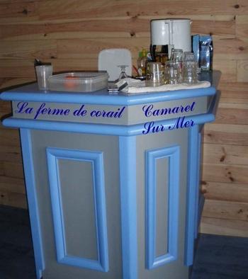 Le comptoir de la machine à café