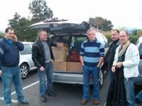 Mike, Seb, Sergio, Stéphano, Chevalier et le photographe Philo56. Le véhicule de Mike commence a être bien chargé!