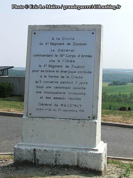Stèle à la mémoire du 4ème régiment de zouaves.