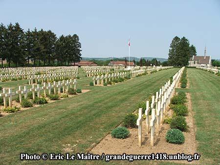 Alignement de tombes de soldats français