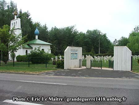 Portail d'entrée de la Chapelle et du cimetière russes de Saint-Hilaire-le-Grand