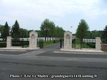 L'entrée de la nécropole de Seringes-et-Nesles