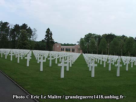Alignement de tombes de soldats américains