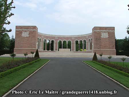 Autre vue de la chapelle centrale du cimetière