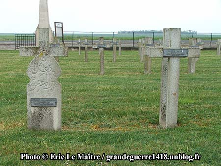 Deux tombes de soldats