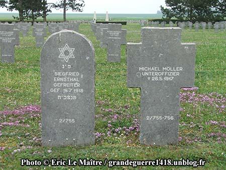 Tombes du cimetière militaire allemand d'Auberive