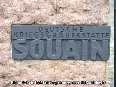 Plaque à l'entrée du cimetière allemand de Souain