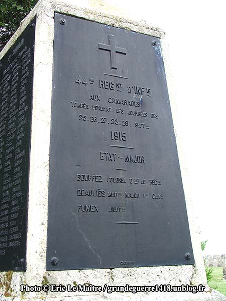 La Nécropole Nationale de Souain 28e Brigade - Détail du Monument aux morts du 44e RI