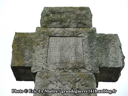 Inscription gravée sur la grande croix au centre de La Nécropole Nationale de Souain 28e Brigade