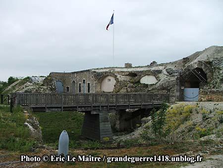 La passerelle du fort de La Pompelle