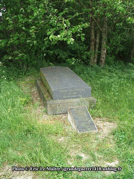 Tombe de Georges Émile Estival