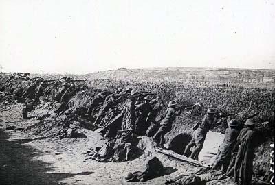 Des soldats américains en position sur la côte 204