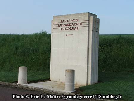 Détail de l'entrée du monument de la cote 204