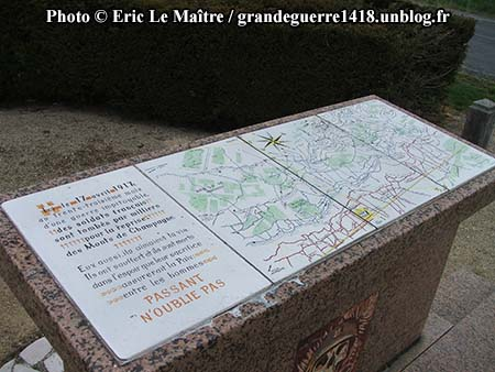 Monument des offensives d'avril 1917, table de grès rose