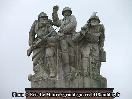 Les statues du monument ossuaire de Navarin vue de face