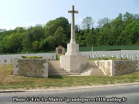 Le cimetière militaire de Vendresse-Beaulne.