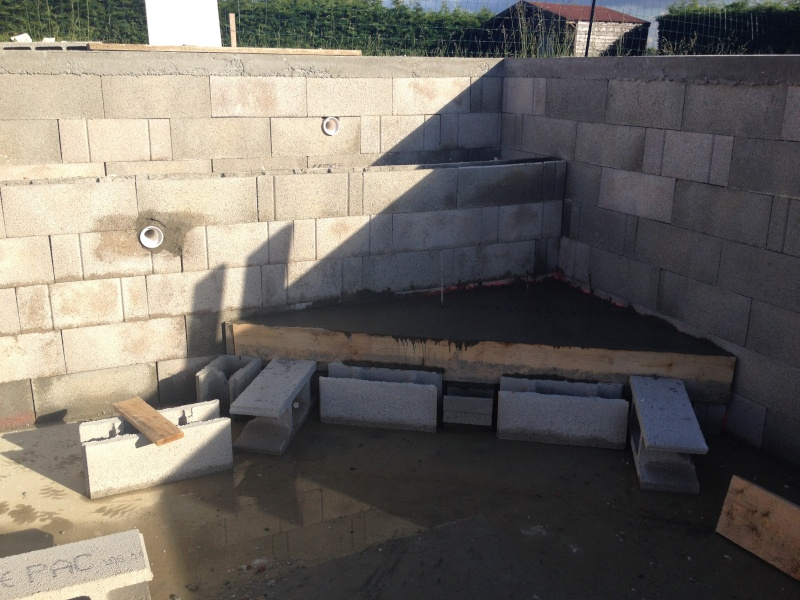 Auto construction piscine blocs bancher 8 5 x 4 x for Auto construction piscine