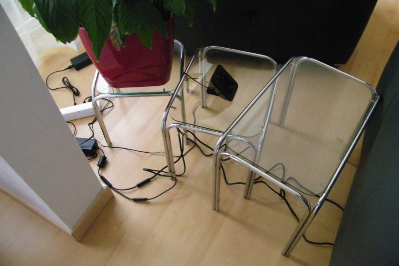 cacher des fils de canap s. Black Bedroom Furniture Sets. Home Design Ideas