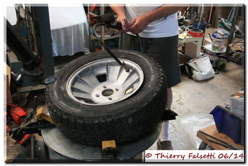 v6 d montage pneu roue de secours page 4 far forum alpine renault. Black Bedroom Furniture Sets. Home Design Ideas