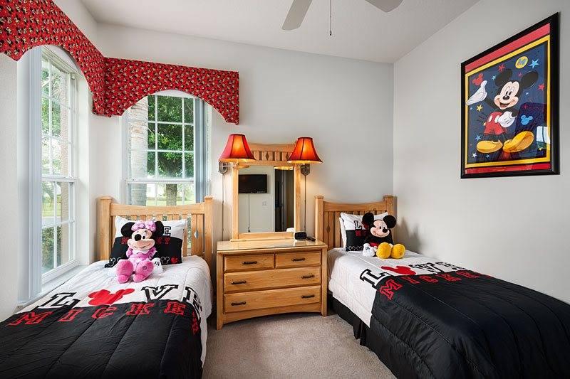 id e d co chambre disney. Black Bedroom Furniture Sets. Home Design Ideas