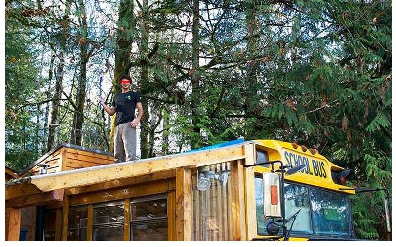 Ils ont transform un bus magique en habitation de leur r ve - Conteneur transforme en habitation ...