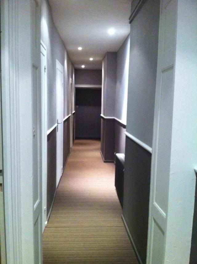 Peinture d 39 un couloir troit et assez long - Conseil peinture couloir ...