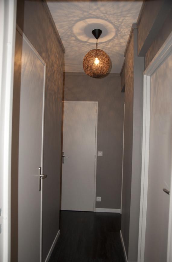Peinture d 39 un couloir troit et assez long for Couloir gris et blanc