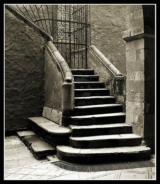 Escaleras a las mazmorras - Escaleras para sotanos ...