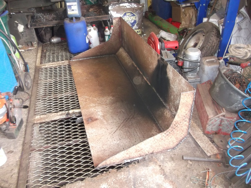 Fabrication d 39 un godet multifonction pour le 140 for Fabrication d un four a pain artisanal