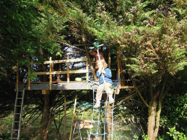 Le forum de la cabane et des habitats alternatifs cabane perch e entre 2 c - Crepir avec une tyrolienne ...