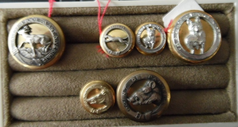 French & Belgian hunting association buttons - Non Military