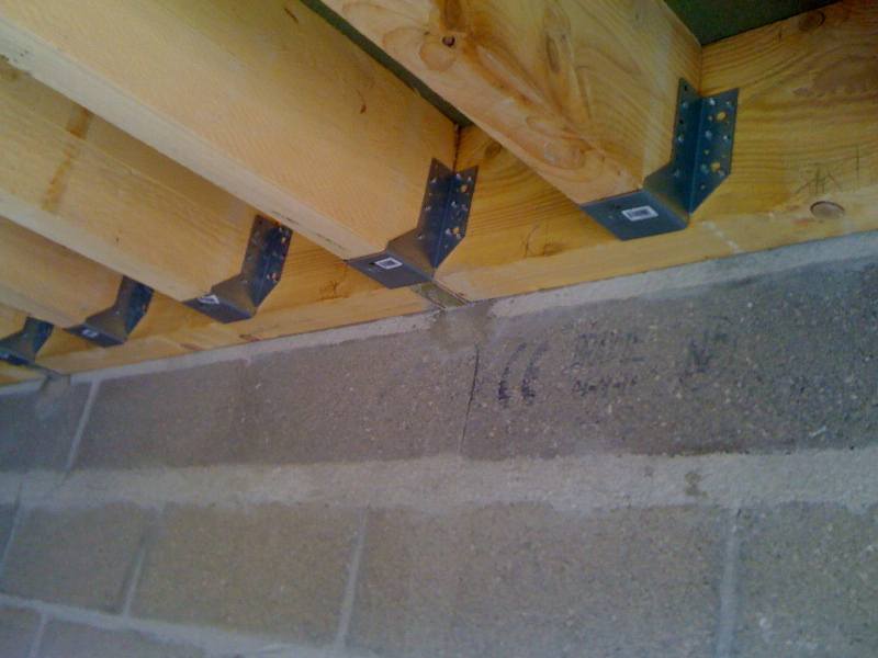 Pan sous toit madriers horizontaux - Comment faire un plancher bois dans un garage ...