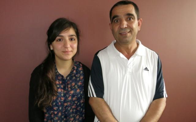 Un beau pied de nez : Myriam Bourhail, meilleure bachelière 2014, avec son père