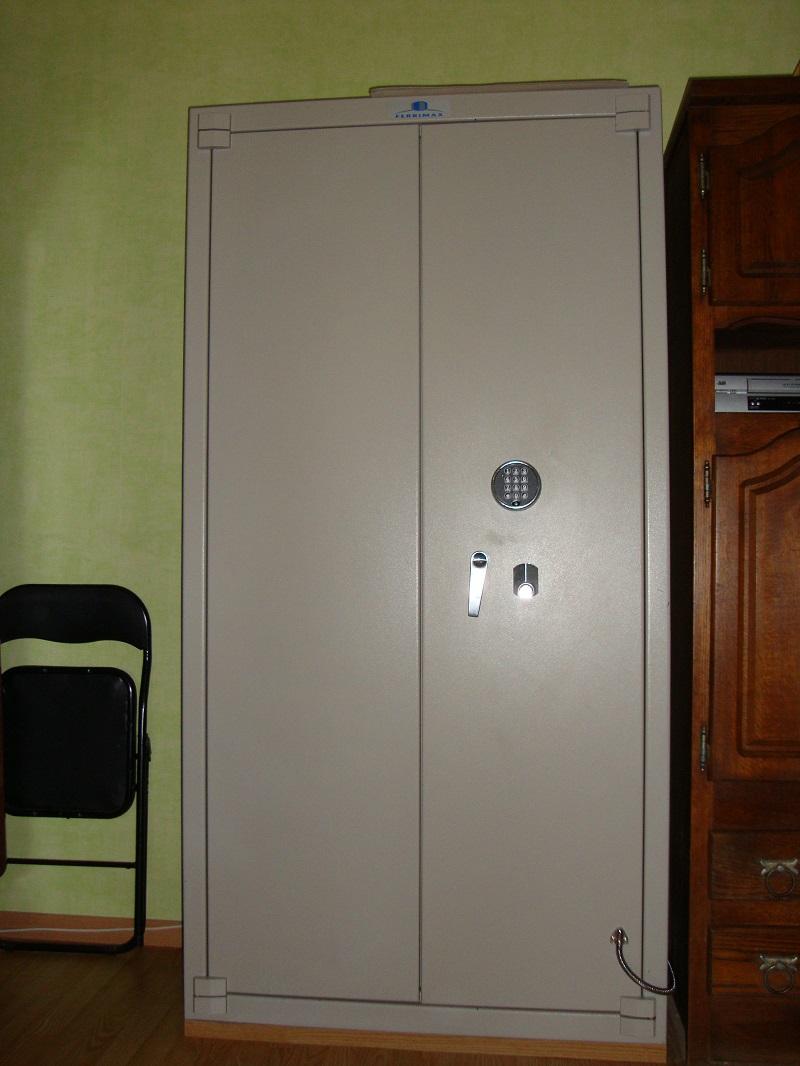 armoire forte rangement. Black Bedroom Furniture Sets. Home Design Ideas