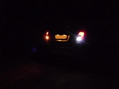 Changer ampoules t15 w16w de feux de recul par des led for Changer ampoule garage