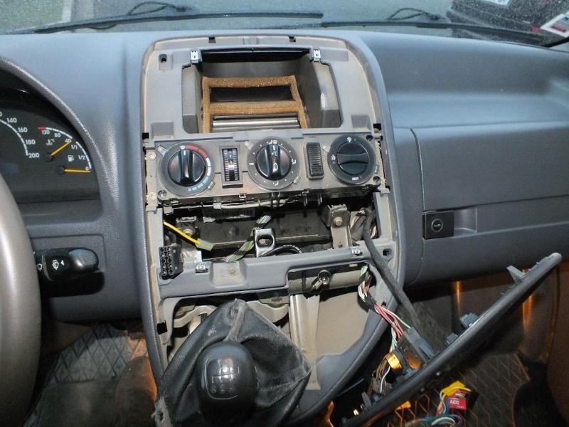 Dmontage console centrale remplacement ampoules clim et - Comment demonter console centrale golf ...