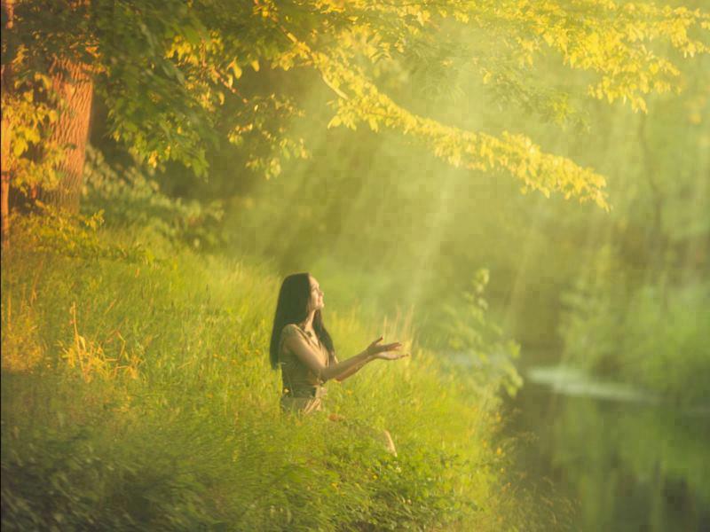 femme dans la lumiere