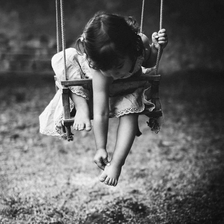petite fille balanoire