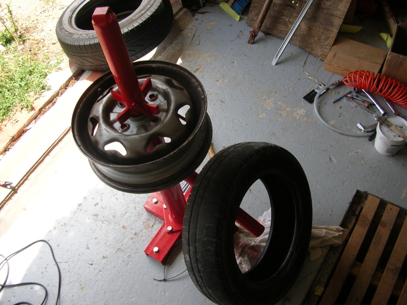 association des gentlemen 39 s drivers de la roque d 39 antheron tuto changer ses pneus. Black Bedroom Furniture Sets. Home Design Ideas