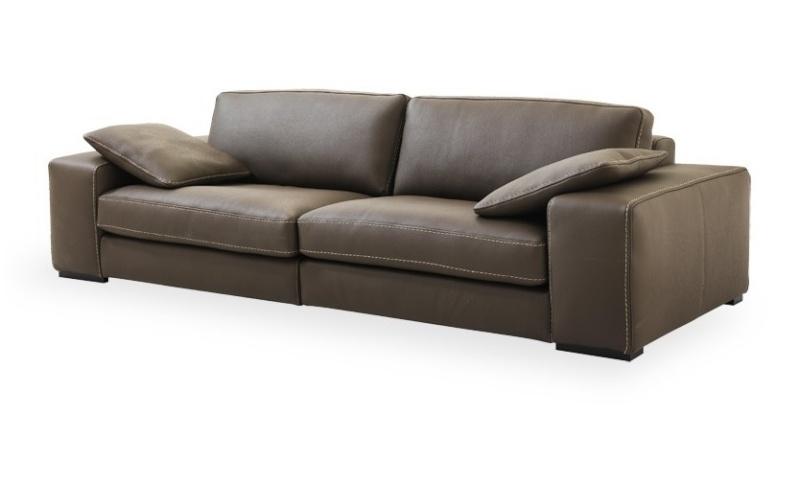 d co d 39 un salon salle manger avec carrelage blanc au sol. Black Bedroom Furniture Sets. Home Design Ideas