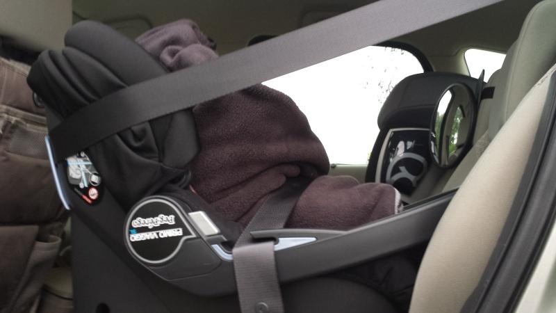 couverture babynomade bybum et probleme fixation cosy avec ceinture de s curit. Black Bedroom Furniture Sets. Home Design Ideas